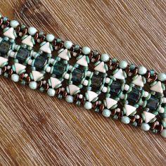 JoMy Creations:,Deze armband is gemaakt met het patroon Bransoletka, zie andere armband in blauw tinten.