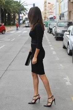 Muy , muy femenina e irresistiblehttp://www.farabian.blogspot.it/2014/12/falda-lapiz-y-valentino.html