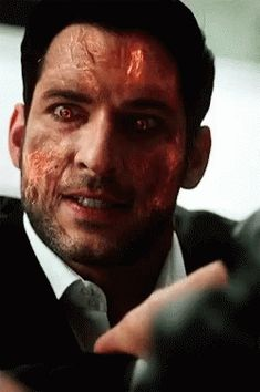 Lucifer turning into his true form Films Netflix, Netflix Series, Series Movies, Lucifer 3, Tom Ellis Lucifer, The Ancient Magus Bride, Vampire, Morning Star, Actor