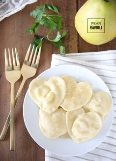 After the bustle of the holidays, I look forward to cozy made-from-scratch meals at home that are slightly lighter & fresh. Making homemade pasta is just one of the many things I love to do during the cold winter months. It requires nothing but staple ingredients, a rolling pin & a few minutes of time. […]