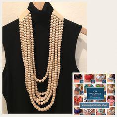 Collana multi filo maxi, importante, collana lunga 51 cm, realizzata con perline in legno naturale, in 2 misure diverse. Parte posteriore di OMhandemade su Etsy