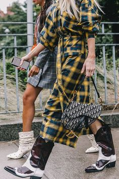 Spring Summer 2019 Street Style from New York Fashion Week by Collage Vintage Street Style New York, Autumn Street Style, Bota Country, Parisienne Chic, Look Boho, High Fashion, Womens Fashion, Fashion Fashion, Mode Style