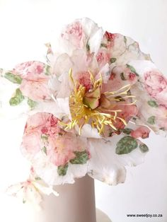 I had fun creating this #printedwaferpaper flower peony #sweetjoyweddingcakes #krugersdorp #krugersdorpweddings #muldersdriftweddings #weddingcake #waferpapercake #waferpaperflowers #waferpaperpeony #waferpaper #caketrends #cakedetails #blushpinkcake #patterncake #texturedcake #sugarflowers #gumpasteflowers #flowers #paperflowers Wafer Paper Flowers, Wafer Paper Cake, Gum Paste Flowers, Sugar Flowers, Patterned Cake, White Chocolate Ganache, Paper Peonies, Cake Trends, Cheesecakes
