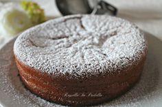 Torta veloce : torta morbida in 5 minuti. Da farcire con nutella o marmellata. O semplicemente con zucchero a velo.