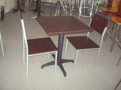 Fotos de sillas y mesas para cafeterias y restaurantes