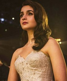 Alia Bhatt is a very popular Bollywood actress who was born on March 1993 in Maharashtra. She's the daughter of Mahesh Bhatt who'. Indian Bollywood Actress, Bollywood Girls, Beautiful Bollywood Actress, Bollywood Stars, Bollywood Celebrities, Bollywood Fashion, Beautiful Actresses, Bollywood Outfits, Indian Celebrities