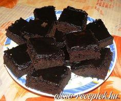 Hozzávalók:A tésztához:    1 bögre (2 dl) víz    4 evőkanál keserű kakaópor    2 bögre finomliszt    1 bögre kristálycukor    1 evőkanál...