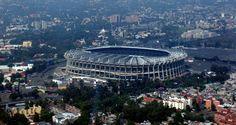 Un estadio en la ciudad de México. ... Azteca Stadium in Mexico, with a capacity of 104,000.