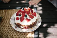 Practising Simplicity: simple food : the best birthday sponge cake Strawberry Sponge Cake, Cookbook Design, Steamed Cake, Cake Mixture, Sponge Cake Recipes, Cake Icing, Cake With Cream Cheese, Pretty Cakes, Just Desserts