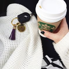 Never lose your keys again!! Our Monogrammed Tassel Keychain adds a great personalized touch to any key set! Available in both silver and gold tones, these keychains are just $12.99 during our #FLASHSALE at Marleylilly!! >>Shop link in bio<< to save now!! Spend $40 or more and get a *FREE* Marleylilly Mason Jar with your purchase!! While supplies last!! Thanks for sharing @sugarbylindsay!! #monogrammed #monograms #marleylilly #onsale #tassel #style #FLASHSALE #shopandsave #FREEgift