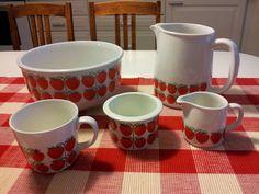 arabia pomona Red Fruit, Jar Storage, Vintage Kitchen, Finland, Veggies, China, Mugs, Retro, Tableware