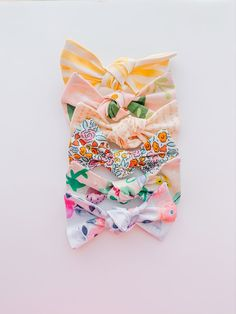 Baby Girl Closet, Baby Girl Bows, Girls Bows, Baby Girl Fashion, Kids Fashion, Girls Closet Organization, Baby Bonnets, Painted Leaves, Little Girl Hairstyles