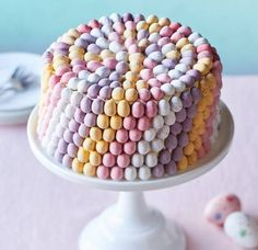 Make our showstopping mini egg cake recipe using mini chocolate eggs and create this amazing rainbow effect! Easter Cake Easy, Easter Egg Cake, Easter Cupcakes, Easter Treats, Flower Cupcakes, Christmas Cupcakes, Cakes For Easter, Easter Food, Mini Eggs Cake Recipes
