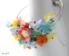 Creolen - Creolen mit bunten Blüten glas ♥ blümchenkaffee - ein Designerstück von Alpenglueck-Andrea bei DaWanda