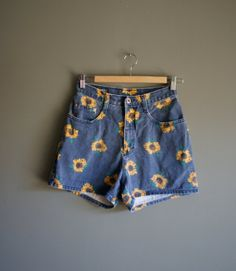 Vinatge 90s HIGHWAISTED Denim SUNFLOWER Print Shorts by heightofvintage