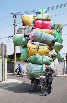 Coloridas fotos de mensajeros en bicicleta por Alain Delorme