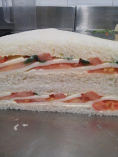 Tramezzini Pomodoro e Mozzarella Sandwiches, Toast Sandwich, Mozzarella, Finger Foods, Food And Drink, Appetizers, Ethnic Recipes, Buffets, Cocktail