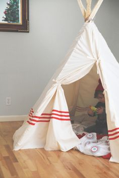 I've always always wanted one of these when I was little, and I was excited to find out that my boys were into the whole cowboy and indian thing! Giving me the perfect excuse to make a teepee… Diy Tipi, Diy Kids Teepee, Teepee Tent, Sewing For Kids, Diy For Kids, Big Kids, Cool Kids, Crafts For Kids, Projects For Kids