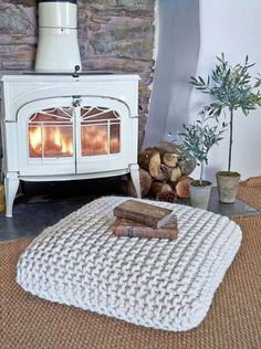 Pinspiration: Cozy Up With This Fall Apartment Decor Inspiration Our favorite time of year is right around the corner and we can't wait for all things Autumn! Start planning now to make sure your space is ready with this Fall apartment decor inspiration. Laine Chunky, Fall Apartment Decor, Apartment Design, Apartment Living, Sweet Home, Diy Upcycling, Upcycle, Style Deco, Diy Décoration
