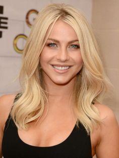 Julianne-Hough-Blonde-Medium-Hairstyles-for-Layerd-Hair-432x576.jpg 432×576 pixels