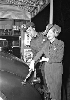 Actress Patricia Ellis and a Packard Promote Texaco Fire-Chief II Old Gas Pumps, Vintage Gas Pumps, Rockabilly Cars, Old Gas Stations, Old Country Stores, Hollywood, Texaco, Vintage Cars, Vintage Auto