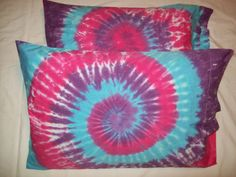 Tye Dye Pillow Cases..maybe a fun craft 4 the girls?