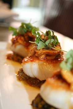 fig & olive scallops