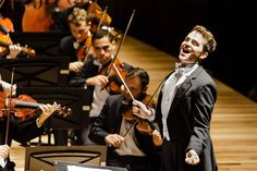 Maestro Lee Mills rege a Orquestra na Cidade das Artes. Foto: Cicero Rodrigues. OSB - Orquestra Sinfônica Brasileira