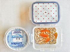 día3 En casa: leche con copos de avena En la guarde: yogur natural y piñones con orejones
