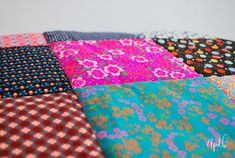 MES couvertures patchwork et le TUTO qui va avec ... - Au pays des bulles Coin Couture, Smocking, Recycling, Patches, Gift Wrapping, Plaid, Blanket, Deco, Crochet