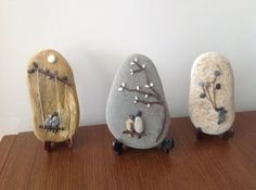 Stone Art and Craft - Bing images Stone Crafts, Rock Crafts, Fun Crafts, Diy And Crafts, Arts And Crafts, Pebble Painting, Stone Painting, Caillou Roche, Art Rupestre