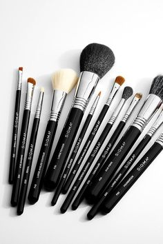 These Are the 15 Sigma Makeup Brushes You Need in Your Collection Dies sind die 15 Sigma-Make- Milani Baked Blush, Eyebrows, Eyeliner, Sigma Makeup Brushes, Beauty Youtubers, Best Makeup Products, Beauty Products, Beauty Secrets, Eyebrow Pencil