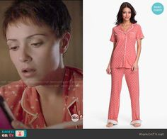 April's coral seahorse print pajamas on Chasing Life.  Outfit Details: http://wornontv.net/50716/ #ChasingLife