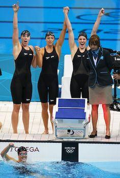 Missy Franklin, Allison Schmitt lead US to 4x200 Gold.