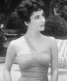 """The Girl Who Had Everything"" 1953 Old Hollywood, Hollywood Undead, Hollywood Stars, Classic Hollywood, Lady Elizabeth, Elizabeth Taylor, Violet Eyes, Stunning Women, Beautiful"