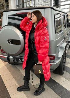 Winter Fashion Outfits, Autumn Winter Fashion, Ski Fashion, Moncler Jacket Women, Black Raincoat, Langer Mantel, Jackets For Women, Winter Coats, How To Wear