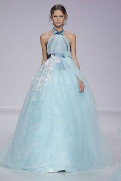 Vestido de novia 2014 en color azul cielo con corte imperio y falda amplia confeccionada en tul del mismo tono