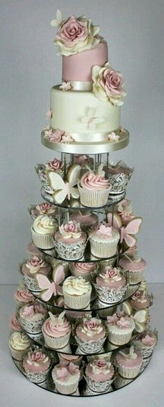Pink and cream cakes Wedding Cake Designs, Wedding Cupcakes, Party Cupcakes, Pink Wedding Cakes, Butterfly Wedding Cake, Small Wedding Cakes, Luxury Wedding Cake, Wedding Sweets, Butterfly Baby