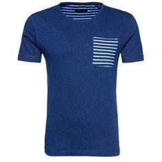 Blaues #T-Shirt mit Brusttasche, toll zu #Chinos! ab 24,90€ ♥ Hier kaufen: http://stylefru.it/s398334 #shirt #maritim