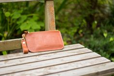 ナチュラルな革のシンプルなポーチ   革小物のDURAM FACTORY