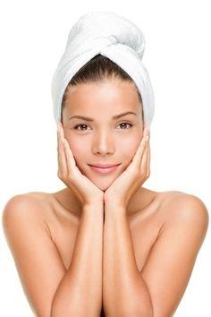 Tips Memilih Sabun Muka untuk Kamu dengan Kulit Sensitif Cream For Dry Skin, Skin Cream, Skin Care Regimen, Skin Care Tips, Timeless Skin Care, Dry Skin On Feet, The Face, Facial Oil, Skin Brightening