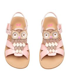 Sandals in faux patent leather with glittery appliqué at front and ankle strap with hook-loop fastener. Faux leather lining and insoles. Baby Boy Shoes, Toddler Shoes, Toddler Outfits, Girls Shoes, H&m Shoes, Pink Shoes, Little Girl Fashion, Kids Fashion, Fashion Clothes