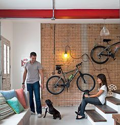 Bikes wall in the living room. Interior Architecture, Interior And Exterior, Exterior Design, Lofts, Bike Shelf, Bicycle Storage, My Ideal Home, Home Living Room, Home Organization