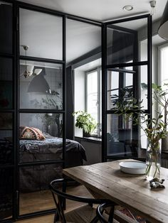 Historiska Hem | Vi förmedlar hem med en historia Entryway Bench, Room, Furniture, Home Decor, Divider, Oversized Mirror, Slab Doors, Bedroom, Homemade Home Decor