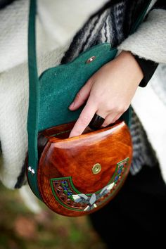 Round woman woodbag Dove Wooden bag Woodbag