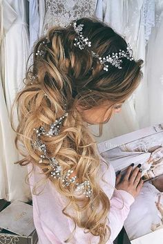 24 Stunning Half Up Half Down Wedding Hairstyles ❤ These elegant curly half up/half down hairstyles look amazing with hair accessories or on their own. See more: http://www.weddingforward.com/half-up-half-down-wedding-hairstyles-ideas/ #wedding #hairstyles