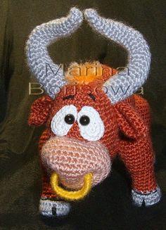 Makes me think of Ferdinand the Bull. Crochet Cow, Crochet Amigurumi, Crochet Doll Pattern, Crochet Books, Amigurumi Patterns, Crochet Animals, Crochet For Kids, Crochet Yarn, Crochet Patterns