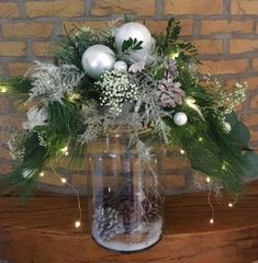Blumenarrangements GroenRijk - GroenRijk Prinsenbeek - New Ideas Christmas Flower Decorations, Christmas Vases, Christmas Flower Arrangements, Christmas Table Centerpieces, Christmas Flowers, Christmas Wreaths, Christmas Crafts, Creation Deco, Deco Floral