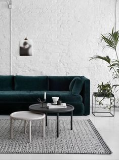 Dark Green Sofa That – Home Interior Design Ideas Home Living Room, Living Room Designs, Living Room Furniture, Home Furniture, Living Room Decor, Living Spaces, Furniture Design, Small Living, Cozy Living