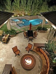 Paved garden with fire pit